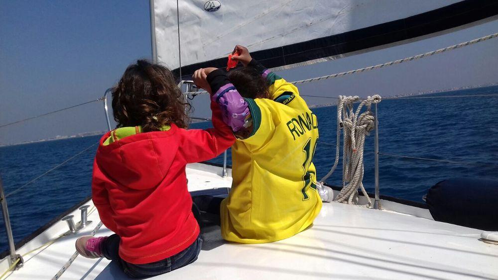 Bambini in barca. Follia genitoriale o vacanza perfetta?