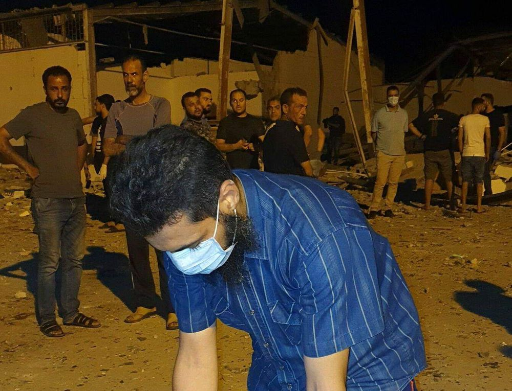 Guerra in Libia: Al Serraj continua ad usare i migranti come scudi umani.